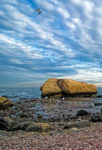 Rocky shore at Meigs Point in Hammonasset Beach State Park
